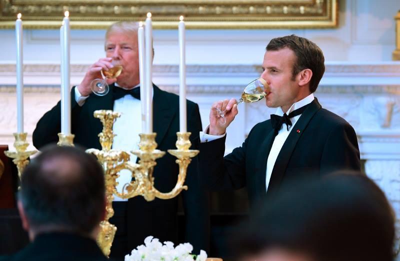 Trump beve come un bifolco