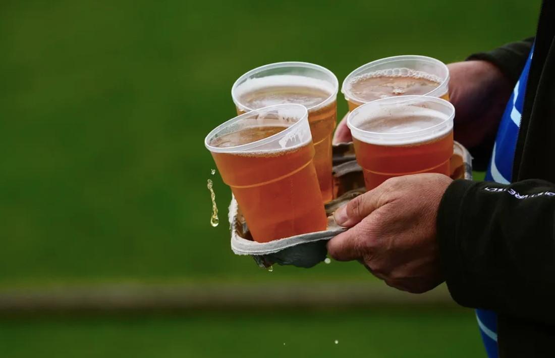 Alcol negli stadi - il sì della Uefa